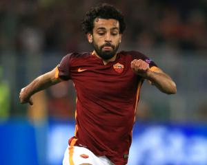 Liverpool close in on club-record deal to sign Roma winger Mohamed Salah