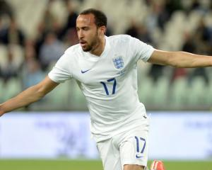Andros Townsend owns Paul Merson on Twitter