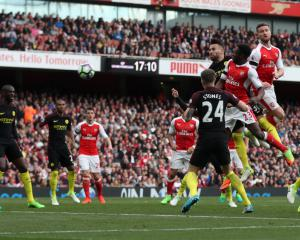 Shkodran Mustafi salvages point for battling Arsenal