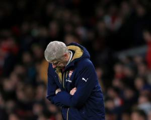Arsene Wenger desperate not to contract the losing