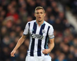 Stoke agree deal to sign midfielder Darren Fletcher