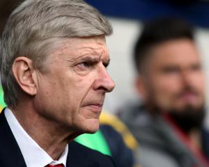 Wenger will announce future plans 'very soon'