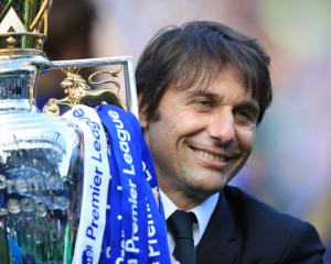 Conte commits to Chelsea by signing new two-year deal
