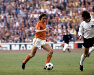 Holland to follow Feyenoord's lead with Johan Cruyff tribute