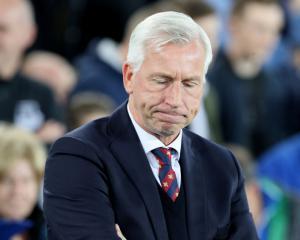 Crystal Palace sack manager Alan Pardew