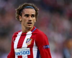 Antoine Griezmann signs one-year extension to stay at Atletico Madrid until 2022
