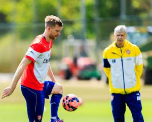 Per Mertesacker to retire at end of season and take up Arsenal academy role