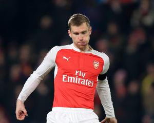 Arsenal captain Per Mertesacker staying with Gunners for one more year
