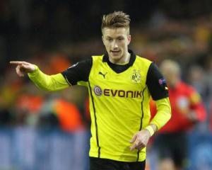 Reus commits to Dortmund