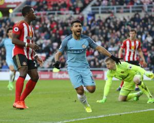 Aguero continues red-hot form to lift Manchester City to victory over Sunderland
