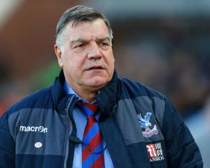 Allardyce hopes Palace players can handle 'massive pressure' against Sunderland