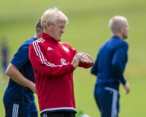 Scotland will have to work together to beat England, says boss Strachan