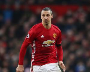 Mourinho not expecting Ibrahimovic to play before Christmas