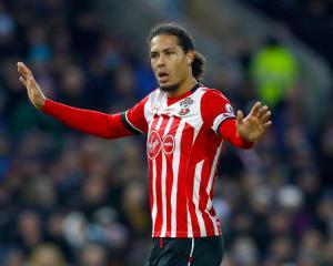 Van Dijk hands in transfer request to Southampton