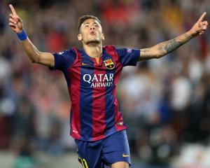 Javier Mascherano insists team-mate Neymar is happy at Barcelona