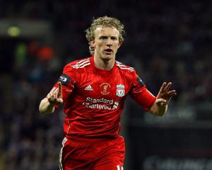 Hamburg eye Kuyt