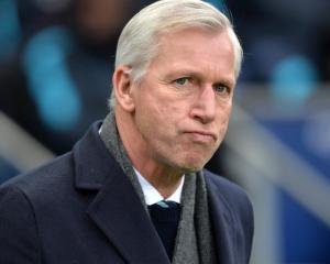 Alan Pardew accepts Crystal Palace are being hunted down