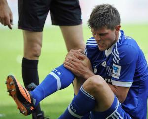 Huntelaar opts for knee operation