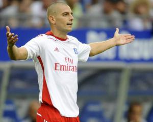Hamburg's Petric stalls over contract extension