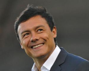 Hamburg clinch first win after sacking coach