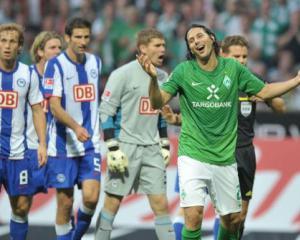Pizarro double cheers Werder
