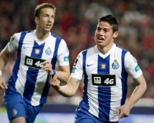 Porto battle past Benfica for top spot