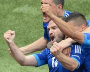 Greeks look to Salpingidis to down Czechs