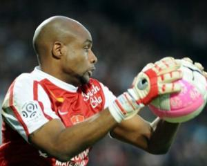 Lille recruit Elana, extend Balmont deal