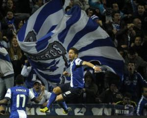 Moutinho goal gives Porto slender advantage