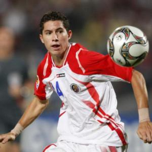 Everton hope to agree Bryan Oviedo deal with FC Copenhagen