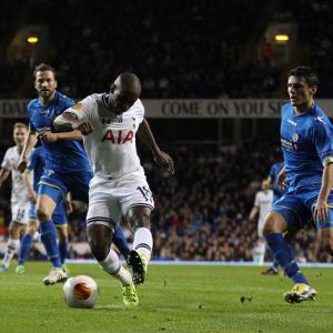 Defoe brace helps Spurs to victory