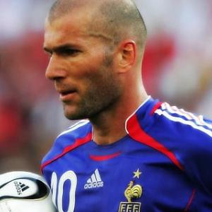 top 10 greatest football players of all time - 4 - Zinedine Zidane