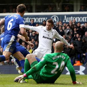 Sigurdsson denies Everton with late strike for Spurs