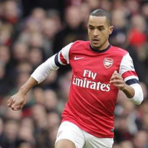 Arsenal star Theo Walcott urges fringe players to step up