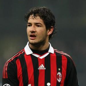 Milan's Pato rejects Paris Saint Germain move