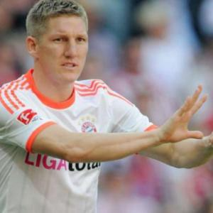 Schweinsteiger admits he is carrying ankle injury