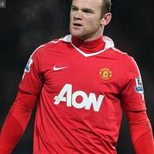 Rooney nets brace in United win