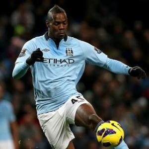 Mario Balotelli accepts Manchester City fine