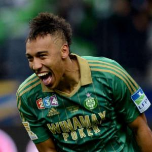 Dortmund close in on St Etiennes Aubameyang
