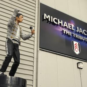 Fans want Jacko statue removed