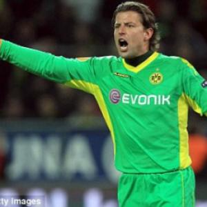 Aston Villa set to land Borussia Dortmund goalkeeper Roman Weidenfeller on a free