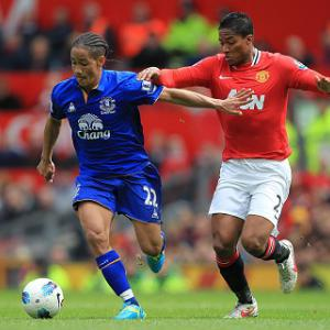 Everton confirm Pienaar deal