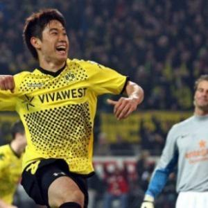 Record eighth win puts Dortmund seven points clear