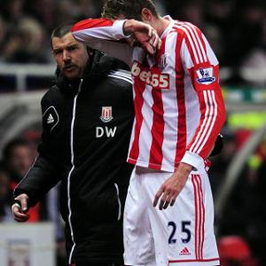 Pulis hopeful Crouch will face Baggies