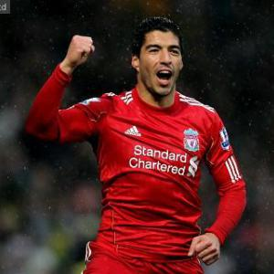 Suarez commits to Liverpool