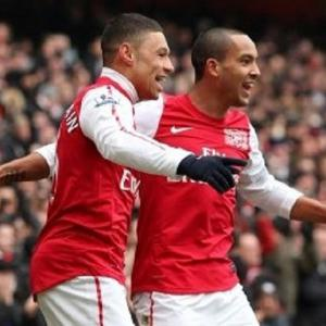 Ox believes Walcott has what it takes to play as striker