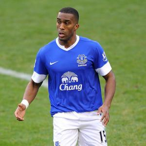 Distin signs new deal