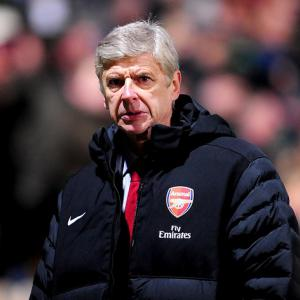 Arsene Wenger says, 'Gunners must stay strong'
