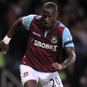 Guy Demel commits to West Ham 