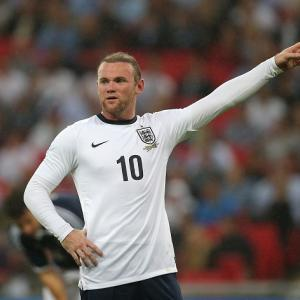Hodgson leaps to Rooney's defence